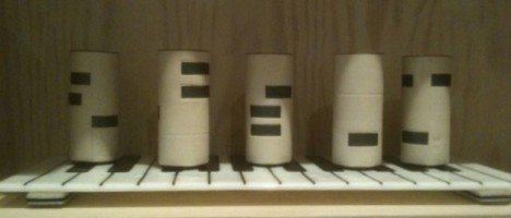 Piano Drinking Set